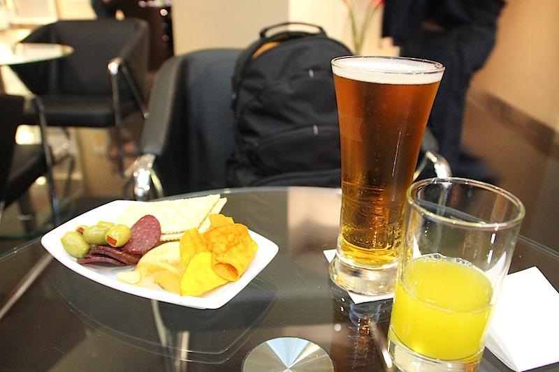 シャワー後にビール2杯 ワイン1杯と朝食を頂く。朝10時から酔っ払う!
