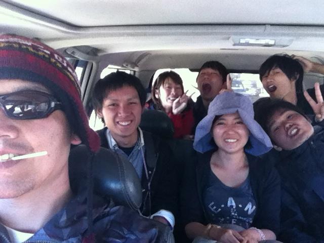 初めてウユニ塩湖へいく車内。僕はクールにチュッパチャップスをしゃぶる。