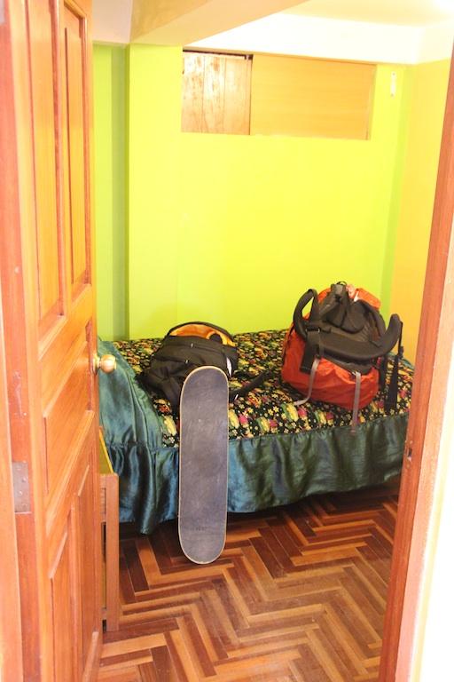1泊900円くらいのプライベートルーム。