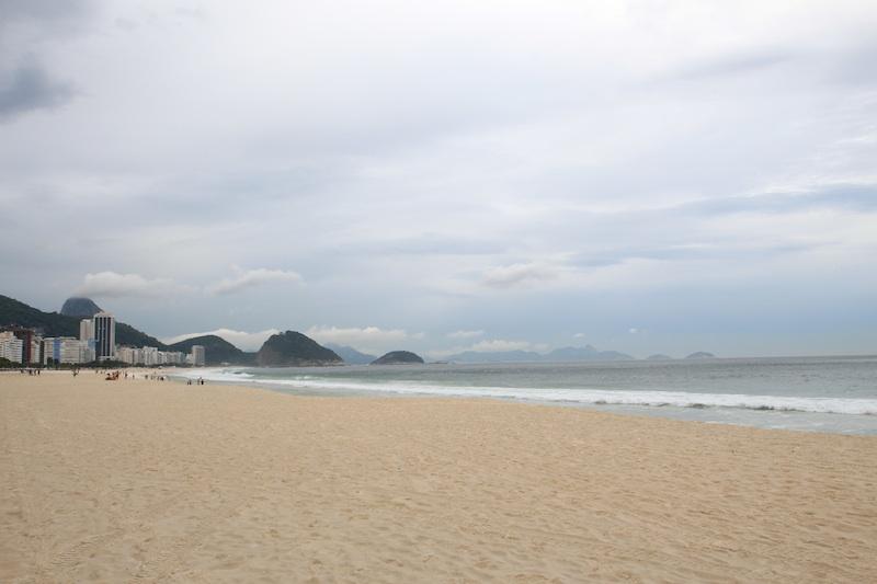 左のビーチ
