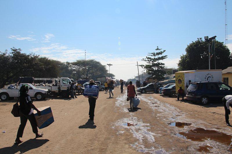 ザンビア国境