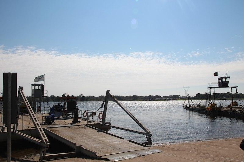 川の向こう側がザンビア