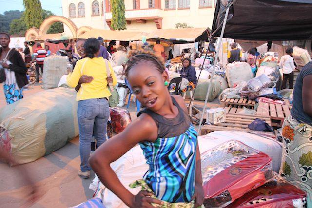 市場の女の子