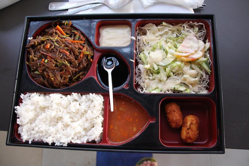 韓国料理のお弁当60DH(700円くらい)
