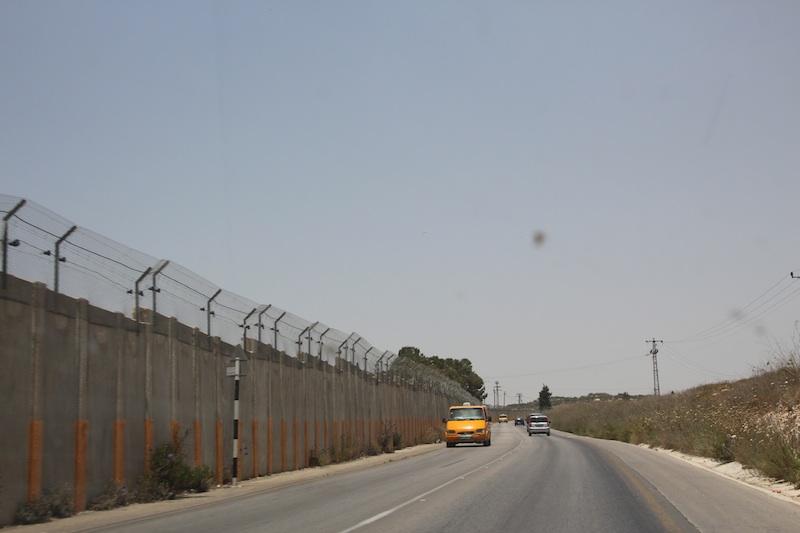 Azoneと言えどもイスラエル側がしっかり壁を作る。