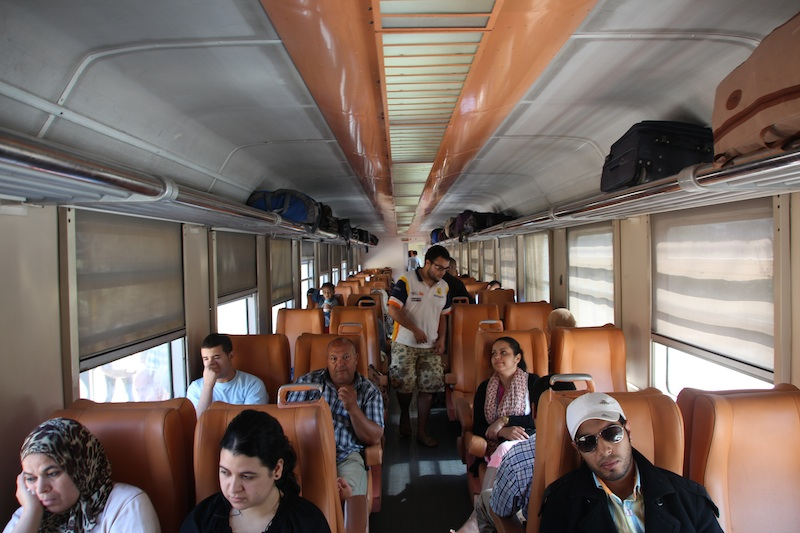 1電車内モロッコ