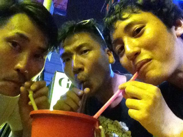 左から雄二、僕、旅人ヒデ(アニキの友人)